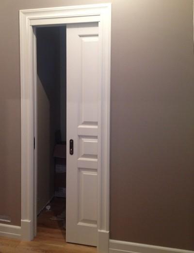 двери-пенал из массива