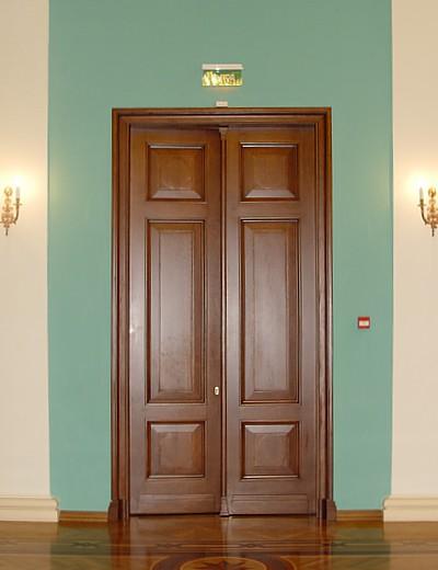 нестандартные двери из дуба