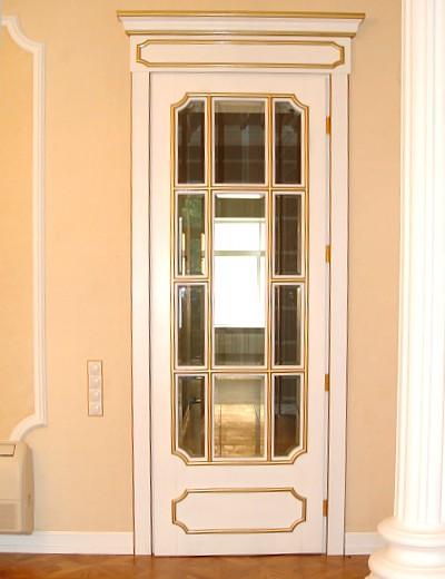 высокие двери из дуба