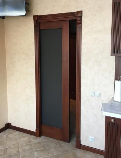 двери-пенал из дуба